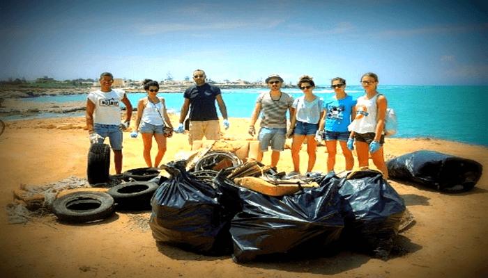 Festa della Regione Sicilia, Agrigento punta bianca, i volontari a raccogliere rifiuti.